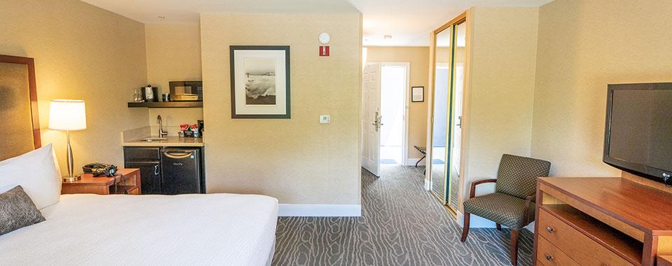 Classic King ADA Room at Calistoga BEST WESTERN PLUS Stevenson Manor