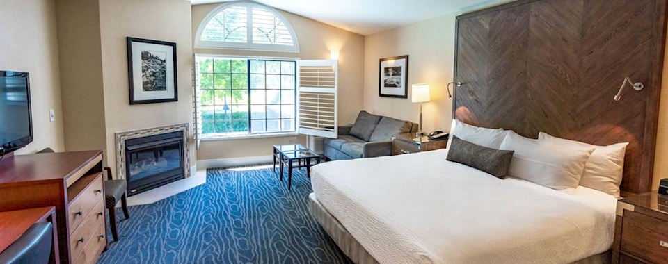 Calistoga BEST WESTERN PLUS Stevenson Manor Studio Suite with King Bed and Living Area