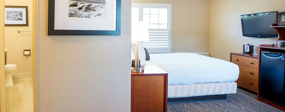 Classic Queen Bed Room at BEST WESTERN PLUS Stevenson Manor, Calistoga